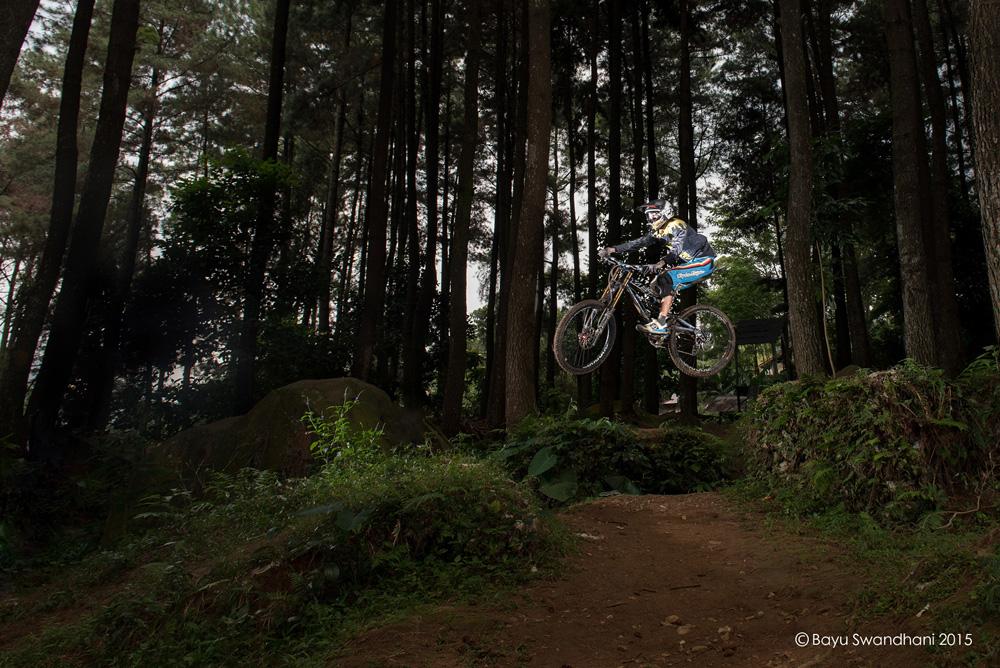 sport action photography bycicle downhill extreme sebex sentul bogor gunung pancar 8
