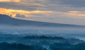 Menikmati Sunrise di Punthuk Setumbu, Magelang